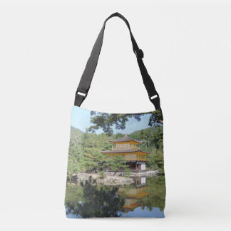 O bolsa do Cruz-Corpo do templo de Kinkakuji