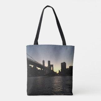 O bolsa do por do sol da ponte de Brooklyn
