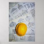 O boné e os planos do arquiteto poster