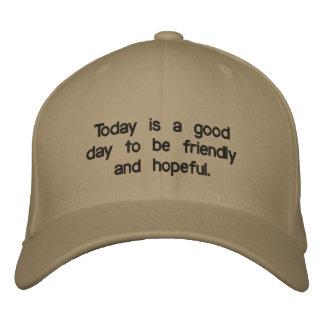 O boné que diz o é bom dia a ser amigável &