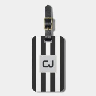 O branco cinzento elegante listra o monograma etiqueta de bagagem