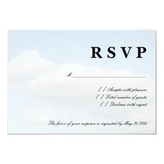 O branco do céu azul nubla-se cartões de casamento convite 8.89 x 12.7cm