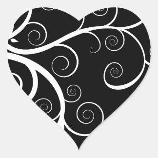 O branco roda no desenho preto adesivo coração