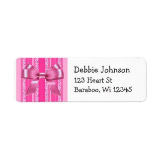 O brilho cor-de-rosa do arco listra a etiqueta do etiqueta endereço de retorno