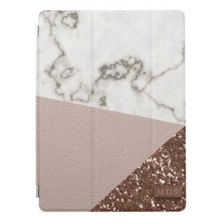 O brilho cor-de-rosa do ouro do falso cora o capa para iPad pro