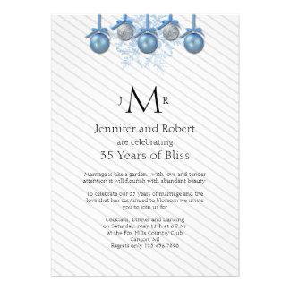O brilho de prata azul Ornaments o aniversário de