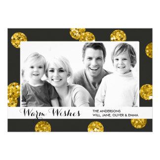 O brilho do ouro pontilha o cartão com fotos do convites personalizado