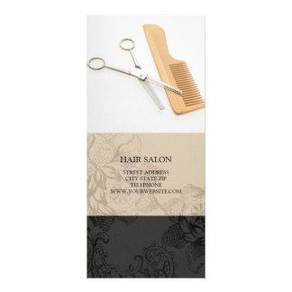 O cabeleireiro presta serviços de manutenção à 10.16 x 22.86cm panfleto