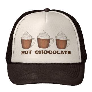 O cacau do chocolate quente agride o chapéu do boné