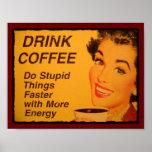 O café da bebida faz coisas estúpidas mais rapidam posteres
