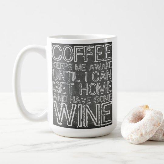 O café mantem-me acordado até o vinho caneca de café