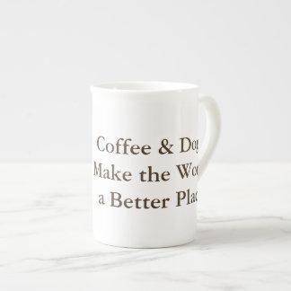 O café & os cães fazem ao mundo uma caneca melhor