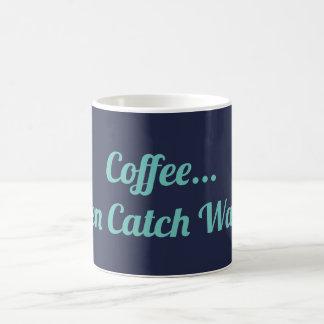 O café trava então a caneca das ondas