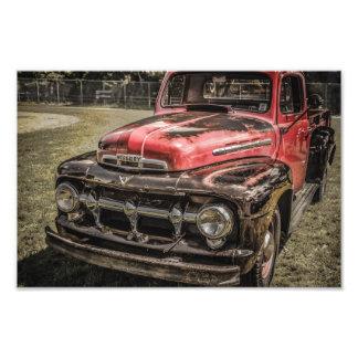 O caminhão antigo vermelho velho artes de fotos
