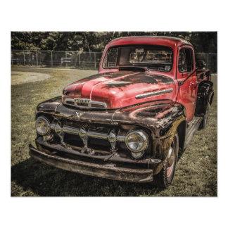 O caminhão antigo vermelho velho impressão de fotos