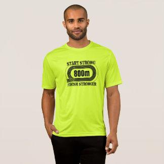 O campo da trilha uma distância média de 800 camiseta
