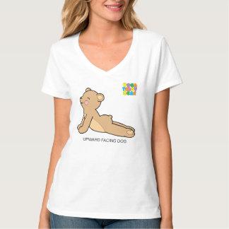 O cão ascendente do urso de ursinho da t-shirt