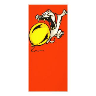 O cão ataca o balão 10.16 x 22.86cm panfleto