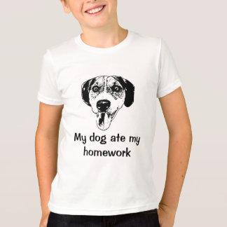 O cão comeu a camiseta dos meus miúdos dos