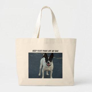 O cão de Black&White, mantem suas patas fora de me Bolsas De Lona
