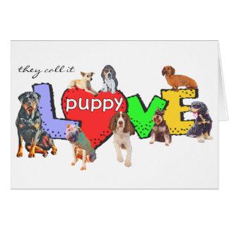 O cão múltiplo produz o cartão do amor de filhote
