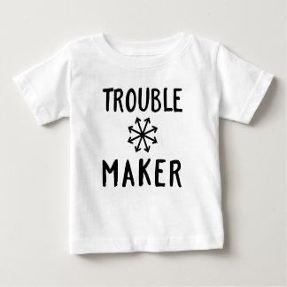O caos do fabricante de problema caçoa a roupa do camiseta para bebê