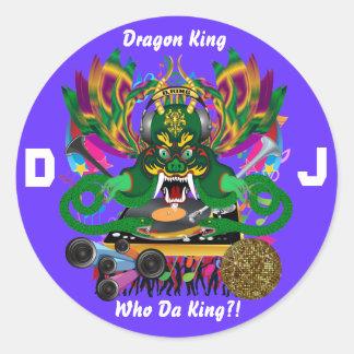 O carnaval D.J. Dragão rei vista sugere por favor Adesivos Em Formato Redondos