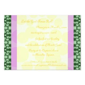 O carnaval pontilha verde, roxo, amarelo convite personalizados