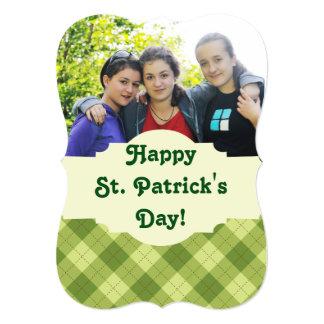 O cartão com fotos Scalloped dia de St Patrick Convite 12.7 X 17.78cm