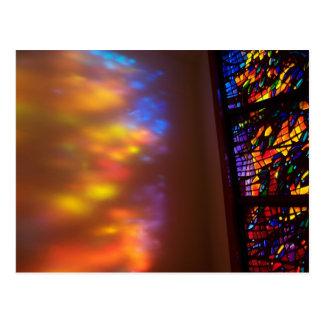 O cartão cura da igreja do vitral da janela