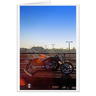 O cartão da motocicleta do arco-íris