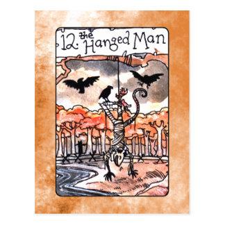 O cartão de Tarot pendurado do homem