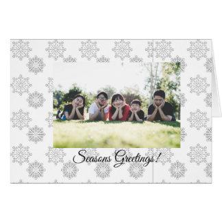 O cartão do feriado dos flocos de neve adiciona