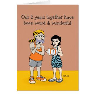 Ò cartão engraçado do aniversário: Estranho e