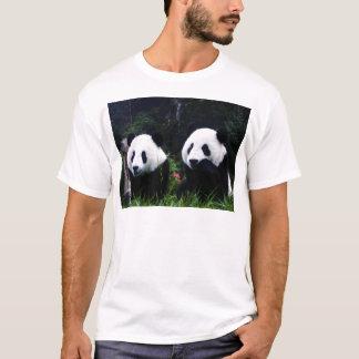 O casal bonito da panda camiseta