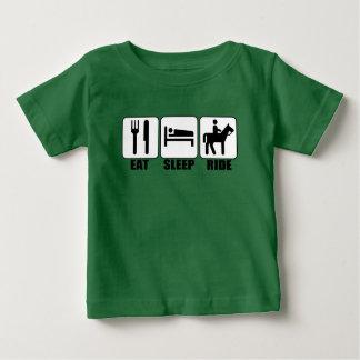O cavaleiro de Horseback novo come camisetas