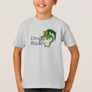 O cavaleiro do dragão caçoa a camisa