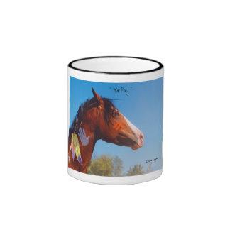 O cavalo da pintura do pônei da guerra empluma-se  caneca