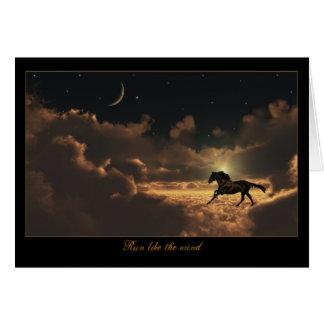 O cavalo nubla-se o cartão do céu nocturno todo o