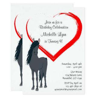 O cavalo preto bonito e o aniversário vermelho do convite 12.7 x 17.78cm