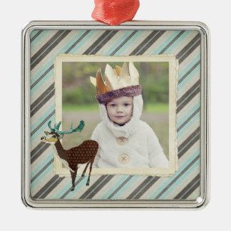 O cervo da castanha listra o ornamento da foto