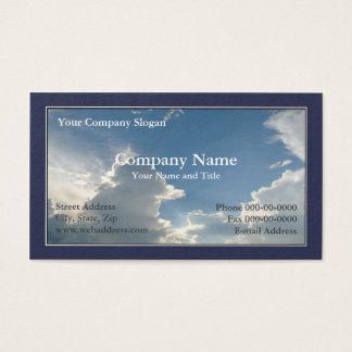 O céu azul nubla-se o cartão de visita