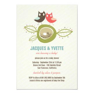 O chá de fraldas bonito do casal da família das convite personalizados