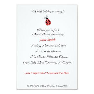 O chá de fraldas elegante do joaninha pequeno convite 12.7 x 17.78cm