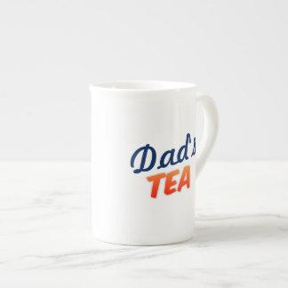 O chá do pai nenhuma caneca branca feita sob