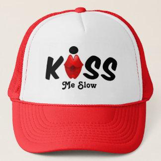 O chapéu beija-me lento boné