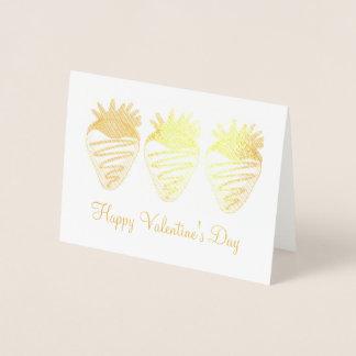 O chocolate do feliz dia dos namorados mergulhou a cartão metalizado