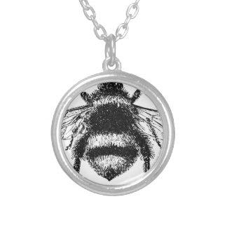 O clássico Bumble a abelha Colar Banhado A Prata
