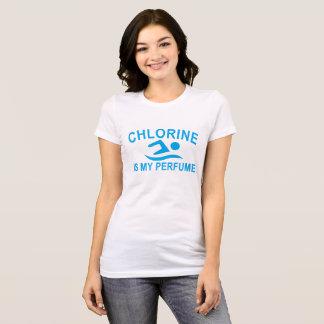 O cloro é minha NATAÇÃO do cologn do perfume. .png Camiseta