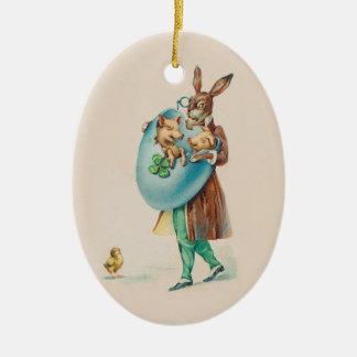 O coelhinho da Páscoa que entrega leitão? Ornamento De Cerâmica Oval